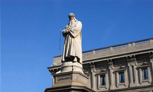 Leonardo da Vinci in Piazza alla Scala