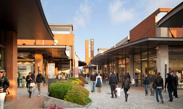 Outlet and factory stores for Outlet village milano