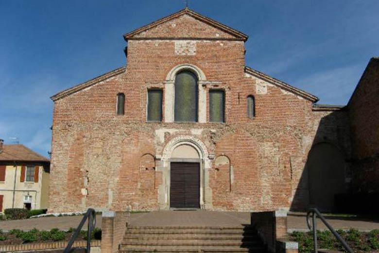 Photo of Santa Maria Calvenzano - Facade
