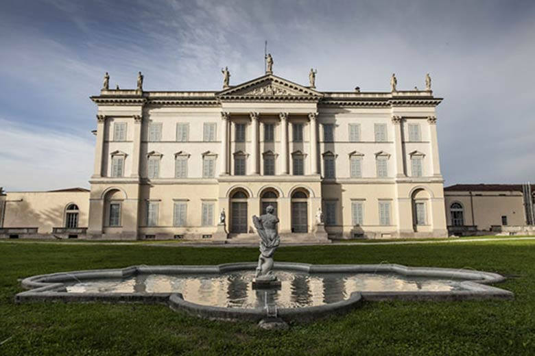 Façade of Villa Cusani Traversi Tittoni