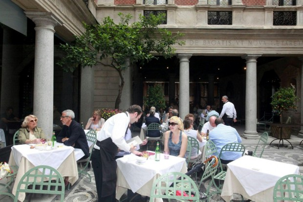 Wine and outdoor dining where milan what to do in milan for Ristorante montenapoleone milano