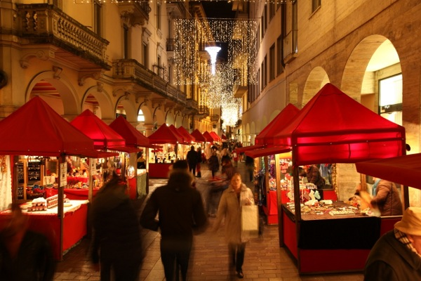 Christmas markets in ticino 132km from milan where for Milan food market