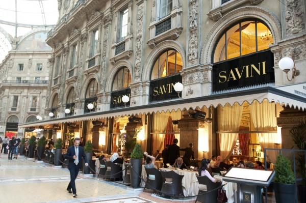 Shopping dining at galleria vittorio emanuele ii for Milano shop