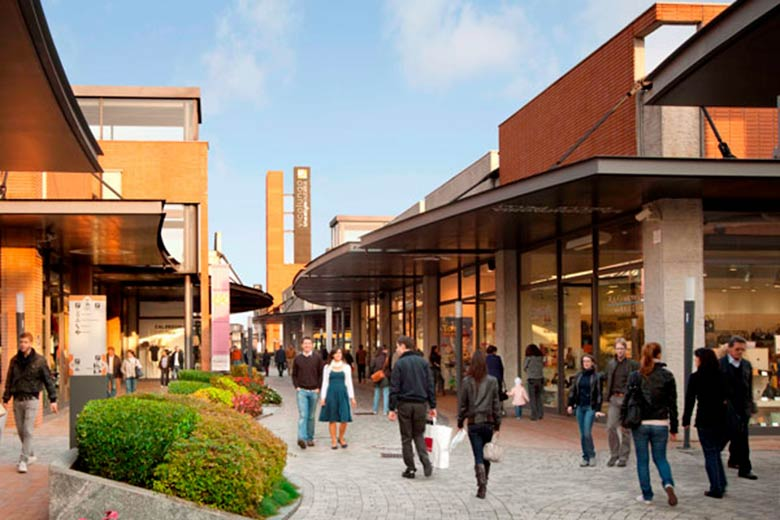 Let 39 s do some outdoor shopping at the outlets where milan for Milan outlet shopping