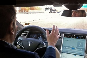 Driving a Tesla in the highway: no hands, with the autopilot