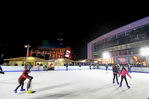 Christmas Village Ice Skating Rink.Where To Ice Skate In Milan The Best Rinks In Town Where Milan