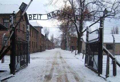 Auschwitz_entrance