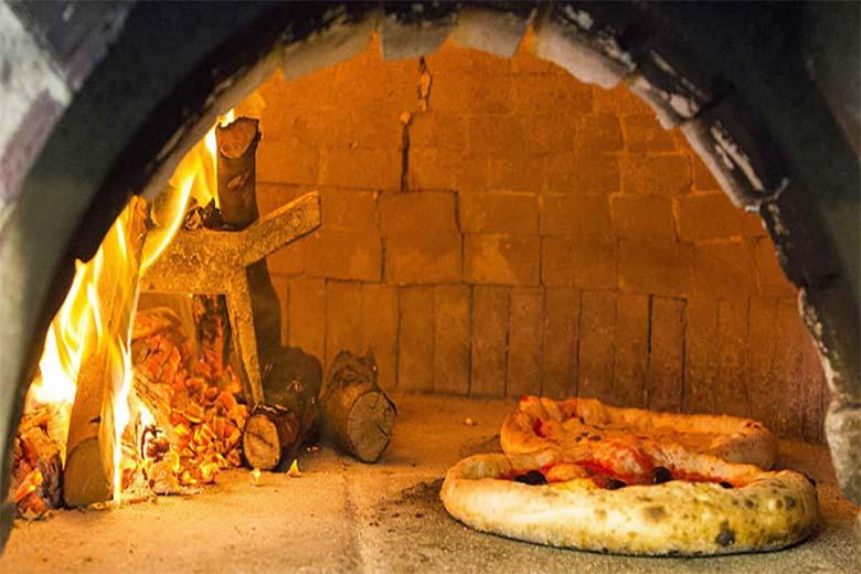 Neapolitan Pizza at Da Rita e Antonio