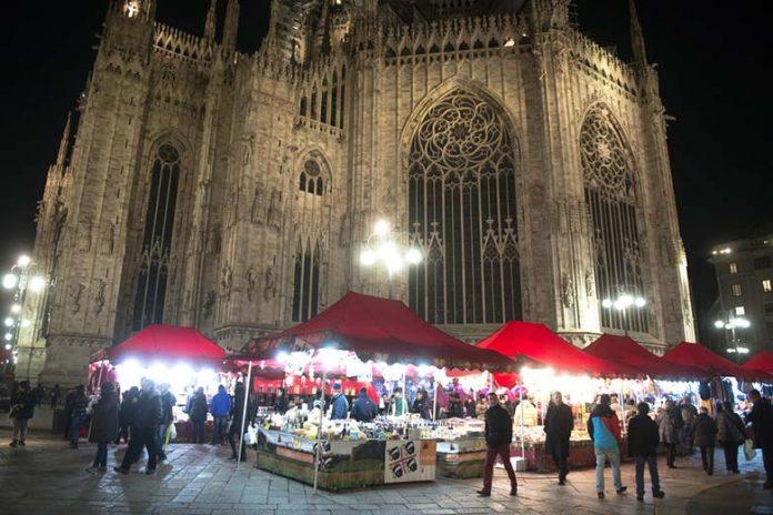 Mercatino di Natale - Duomo di Milano, photo credits Shutterstock