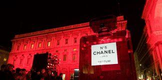 A giant Chanel n. 5 bottle in Piazza della Scala