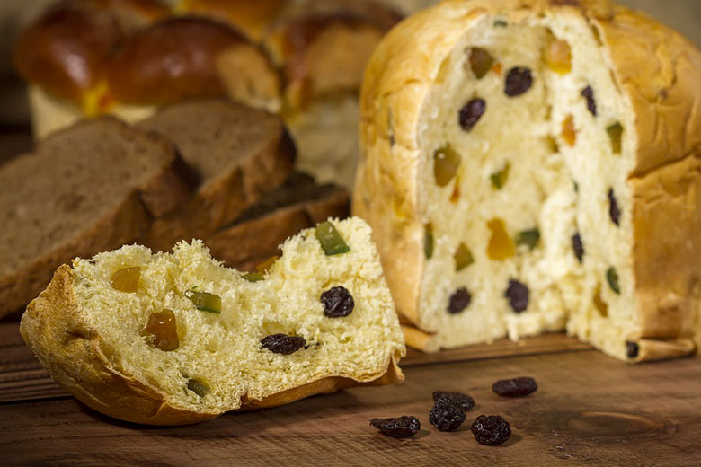Panettone with raisins and candied fruit
