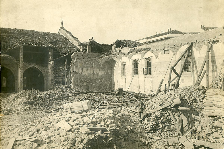 The refectory of Santa Maria delle Grazie in August 1943, aftre the bombing