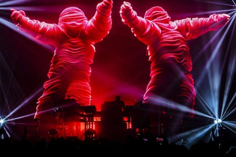 The Chemical Brothers, live