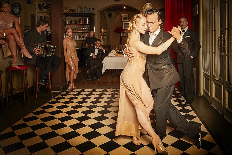 Tango shows at El Porteño Prohibido