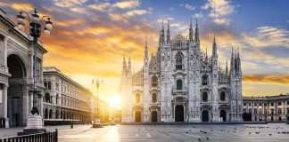 A new day at the Duomo di Milano