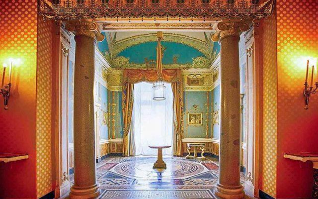 Salottino Pompeiano, inside the Museo di Capodimonte