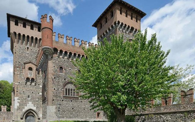 Castello Bonoris in Montichiari. Photo by Wolfgang Moroder, under multi-license with GFDL and Creative Commons CC-BY 2.5.