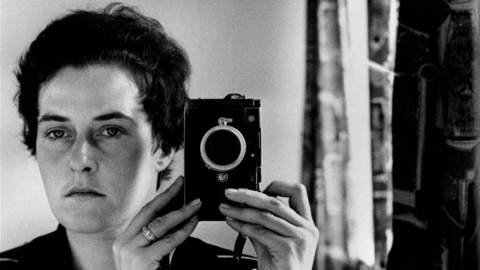 Inge Morath, Selfie. Jerusalem (1958). © Fotohof Archiv Inge Morath Magnum