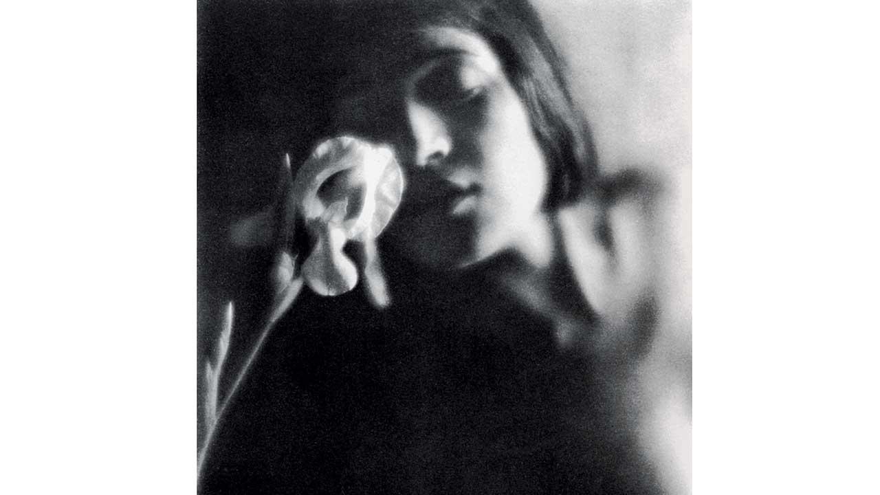 A detail of a shot by Tina Modotti © Tina Modotti