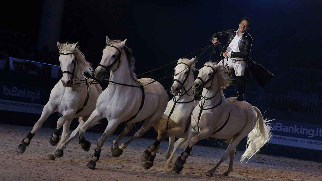 """A shot from the performance """"Lorenzo il cavaliere volante"""" at Fieracavalli's Gala d'Oro"""