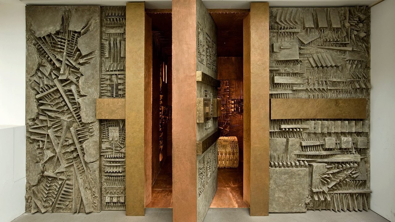 "Arnaldo Pomodoro, ""Ingresso nel Labirinto"", 1995-2011. Installation view. ph. Dario Tettamanzi Courtesy: Fondazione Arnaldo Pomodoro"